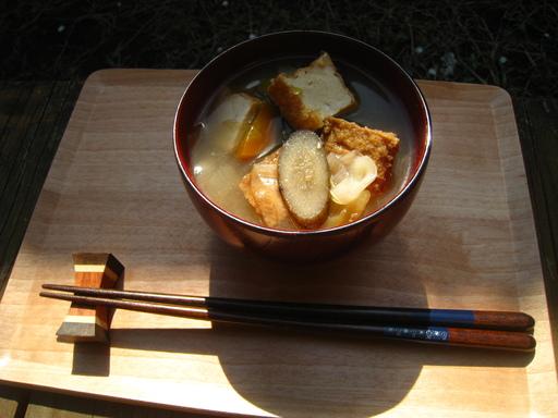 庭で豚汁 豚汁.JPG